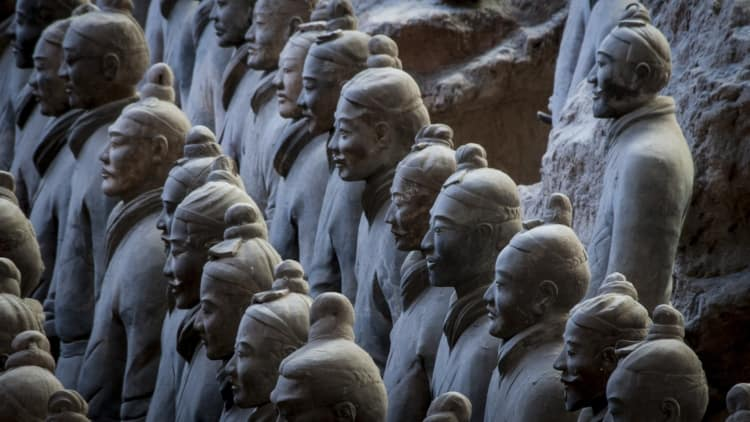 Chinese terracotta warriors standing in a row
