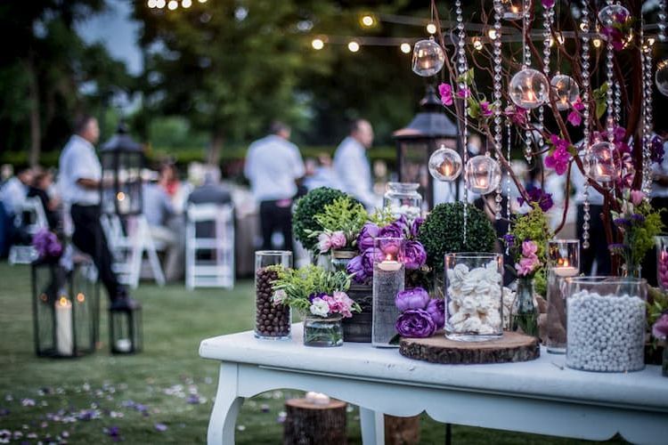Wedding in a garden with purple and white color scheme